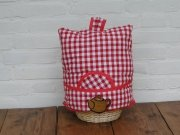 Teacosy with basket: red squares