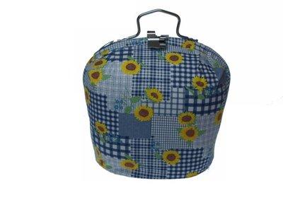 Theemuts met sluiting: gele bloemen op blauw patroon